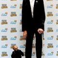 أطول و اقصر رجل في العالم, اكبر و اصغر... - عجائب و غرائب حول العالم |  Facebook