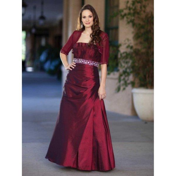 ام العروسة.. <p></p><br>ماذا ترتدى فليلة زفاف ابنتها <p></p><br> مجلة هي